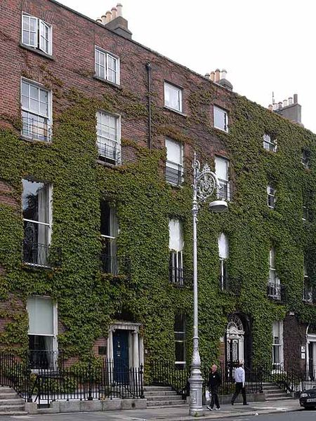 450px-Fitzwilliam_Square_West_-_geograph.org.uk_-_1410337