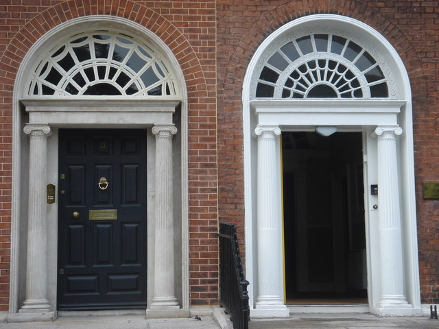 Georgian_doors_in_Fitzwilliam_Square_-_geograph.org.uk_-_228788